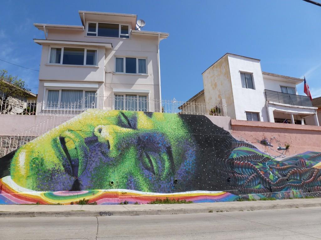 Die Graffiti-Szene blüht hier - weil die Künstler nicht bei Nacht und Nebel arbeiten müssen, können sie sich hier voll austoben.